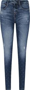 Niebieskie jeansy Guess Jeans w street stylu