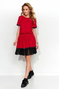 Czerwona sukienka Makadamia z okrągłym dekoltem mini z dzianiny