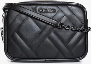Czarna torebka Calvin Klein mała lakierowana