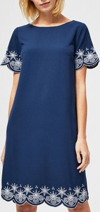 Niebieska sukienka Moodo z krótkim rękawem dopasowana