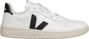 Buty sportowe Veja sznurowane z płaską podeszwą w sportowym stylu