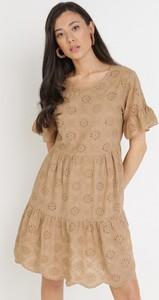 Brązowa sukienka born2be z krótkim rękawem