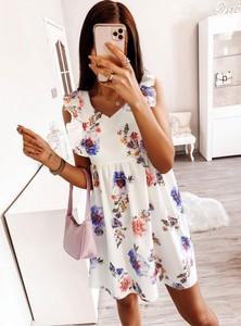 Sukienka Pakuten z dekoltem w kształcie litery v mini bez rękawów