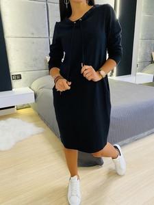 Czarna sukienka ModnaKiecka.pl w sportowym stylu mini z długim rękawem