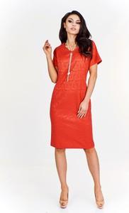 Czerwona sukienka Fokus dopasowana z żakardu z krótkim rękawem