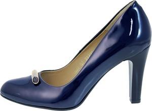 Niebieskie czółenka Darbut w stylu glamour