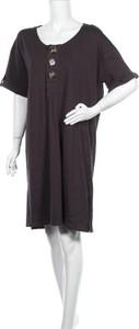 Czarna sukienka Madison mini z krótkim rękawem z okrągłym dekoltem