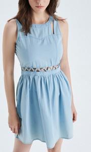 Niebieska sukienka Cropp midi bez rękawów z okrągłym dekoltem