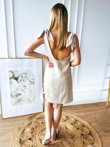 Sukienka Perfe.pl z dekoltem w kształcie litery v mini
