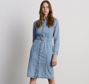 Niebieska sukienka Reserved w stylu casual z długim rękawem z jeansu