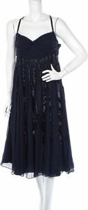 Granatowa sukienka Basque na ramiączkach z dekoltem w kształcie litery v rozkloszowana
