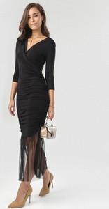 Sukienka born2be maxi z dekoltem w kształcie litery v dopasowana