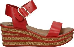 Sandały Darbut na średnim obcasie z klamrami