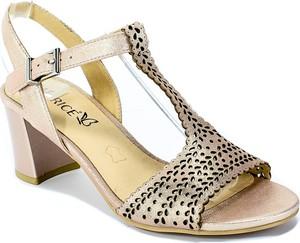 Sandały Caprice ze skóry z klamrami w stylu casual