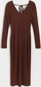 Brązowa sukienka Reserved z okrągłym dekoltem w stylu casual