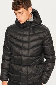 Czarna kurtka Reserved w młodzieżowym stylu