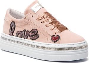Sneakersy Togoshi ze skóry sznurowane na koturnie