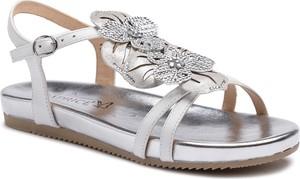 Srebrne sandały Caprice z płaską podeszwą z klamrami w stylu casual