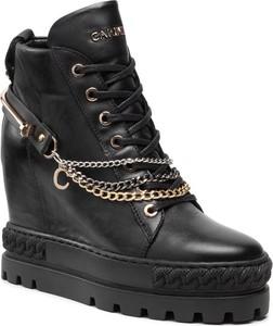 Czarne buty sportowe Carinii sznurowane