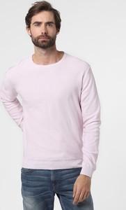 Różowy sweter Nils Sundström