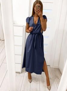 Sukienka Pakuten z krótkim rękawem z dekoltem w kształcie litery v