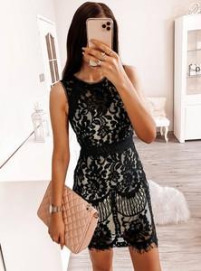 Sukienka Pakuten mini dopasowana bez rękawów