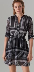 Sukienka Mohito z dekoltem w kształcie litery v w stylu casual