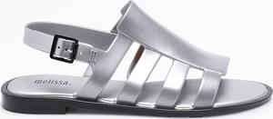 Srebrne sandały Melissa z płaską podeszwą