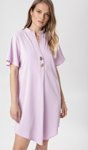 Sukienka born2be oversize z dekoltem w kształcie litery v z krótkim rękawem