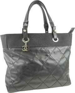 Czarna torebka Chanel ze skóry