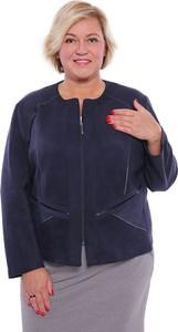 Niebieska kurtka modneduzerozmiary.pl w stylu casual krótka