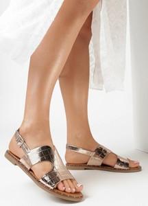 Złote sandały born2be w stylu casual z płaską podeszwą