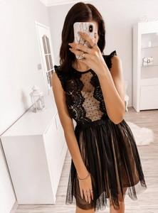 Czarna sukienka Pakuten mini z okrągłym dekoltem rozkloszowana