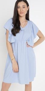 Niebieska sukienka born2be z dekoltem w kształcie litery v z krótkim rękawem prosta