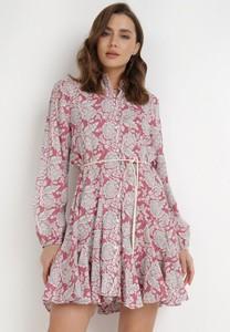 Różowa sukienka born2be koszulowa mini z kołnierzykiem