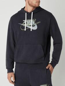 Czarna bluza Nike w młodzieżowym stylu z bawełny