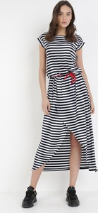Sukienka born2be z okrągłym dekoltem z krótkim rękawem midi