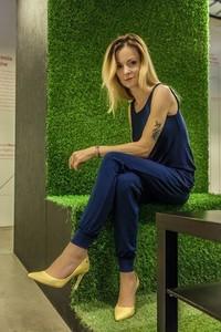 Niebieski kombinezon Studio Erer z długimi nogawkami