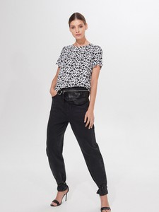Czarna bluzka Mohito w stylu casual z krótkim rękawem