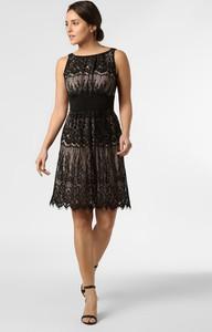 Czarna sukienka Swing rozkloszowana mini z dekoltem w łódkę