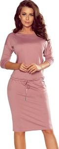 Różowa sukienka NUMOCO midi z długim rękawem z okrągłym dekoltem