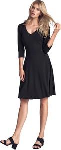 Czarna sukienka Figl z długim rękawem midi z dekoltem w kształcie litery v