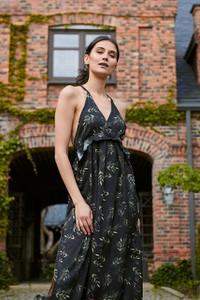 Sukienka Naoko z dekoltem w kształcie litery v w stylu casual bez rękawów