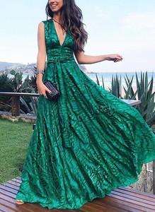 Zielona sukienka Cikelly z dekoltem w kształcie litery v maxi