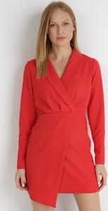 Czerwona sukienka born2be z dekoltem w kształcie litery v mini
