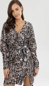 Sukienka born2be z dekoltem w kształcie litery v z długim rękawem mini