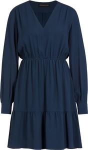 Granatowa sukienka Sportmax Code rozkloszowana z dekoltem w kształcie litery v z długim rękawem
