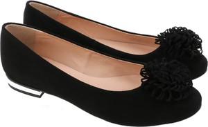 Baleriny Lafemmeshoes w stylu klasycznym z zamszu