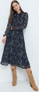 Sukienka Mohito z długim rękawem midi z okrągłym dekoltem