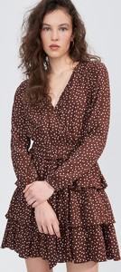 Sukienka Sinsay z dekoltem w kształcie litery v mini w stylu casual